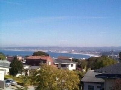 Monterey Bay view & City lights, Quiet Neighborhood