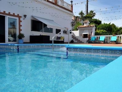 Modern luxury apartment /pool & hot tub/perfect for couples /relaxed setting