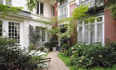 The garden and the entrance