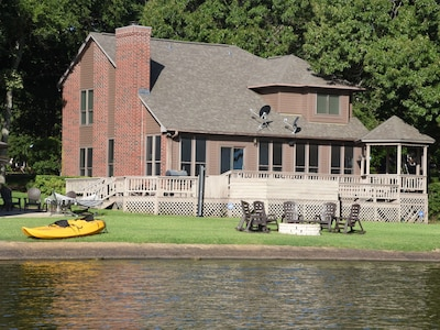 Large home-PERFECT FOR FAMILIES-great backyard, sloping gently into the lake