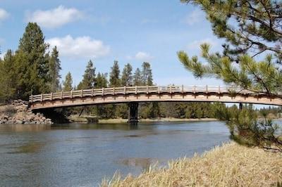 Bridge at Cardinal Landing over Deschutes river