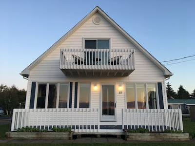 Water view cottage, steps from Semi private beach overlooking Shediac Bay