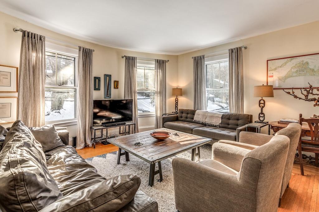 Huge 10 Bedroom House On Boston City Line Sleeps 24 Free Parking Newton Corner