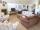 """Great room with vaulted ceilings-50"""" HDTV/Internet/Roku & Amazon Prime"""
