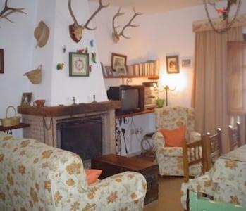 Casa rural (alquiler íntegro) Yerbaluisa para 12 personas