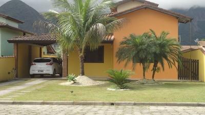Casa aconchegante, piscina privativa, ar condic. WiFi  e churrasqueira.