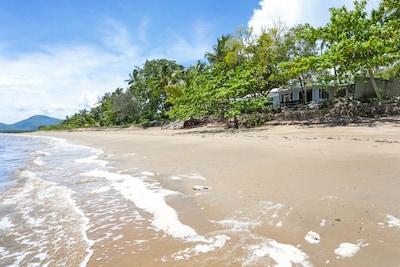 Machans Beach, Cairns, Queensland, Australia
