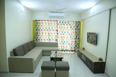 3 Bhk Fully Furnished Service Apartment For 6 Packs Eksar