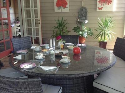 outdoor breakfast area in summer