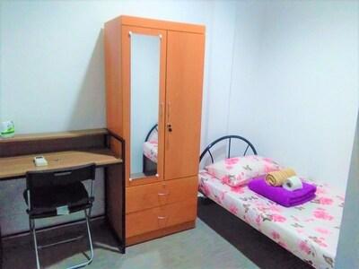 No Frills Budget Room Near Lavender MRT