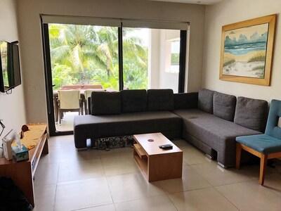 Moderno y espacioso apartamento de dos dormitorios.