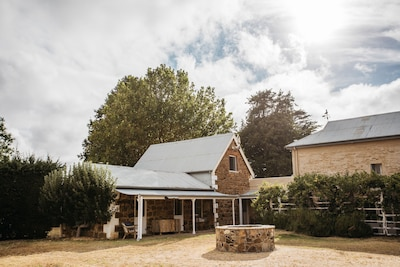 1830s Kippilaw Schoolhouse Luxury Farmstay