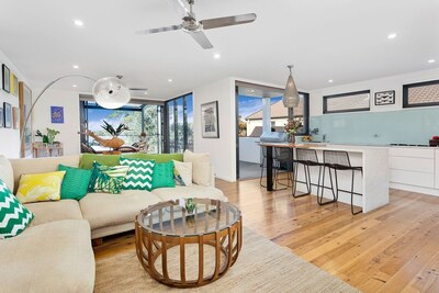 Modern designer home set between the ocean and the escarpment!