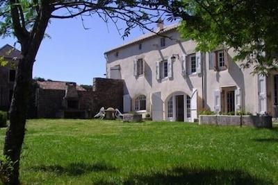 exterieur prieuré coté daims