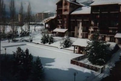 La résidence sous la neige.
