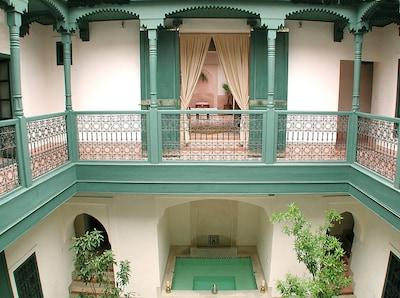 Vue du patio principal vers l'appartement douiria (1er étage)