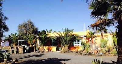 Facade Casa André Lajares