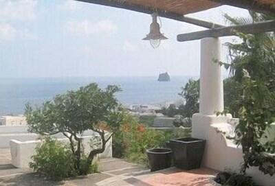 Vue de la terrasse sur le Strombolichio