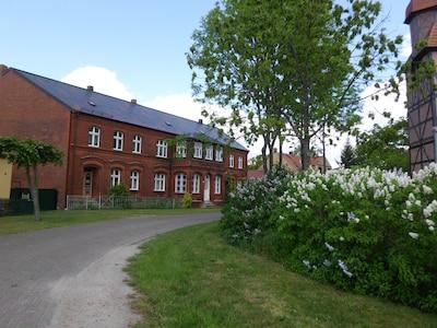Ihr Domizil, ehemaliges Bauernhaus an der Anliegerstraße gegenüber der Kirche