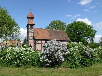 Dorfkirche, Ausblick vom Wohnzimmer