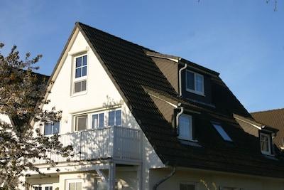 Ober- und Dachgeschoss mit 2 Stellplätzen am Haus
