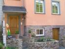Hauseingang und Kellertür zum alten Weinkeller