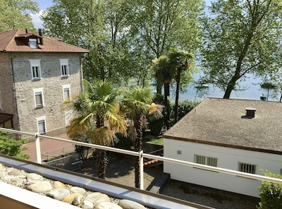 Blick vom Balkon zum Lago Maggiore