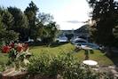 Vue sur le jardin, le Rhône et la piscine....