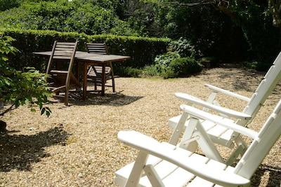 détente et barbecue  au jardin