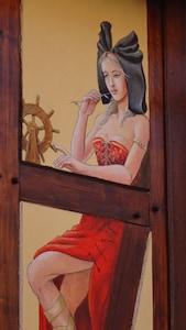 Fresque d'une Nalsacienne sur la façade principale