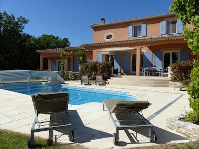 La villa et sa magnifique piscine