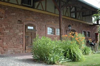 Le gite, ancienne grange en grès des Vosges