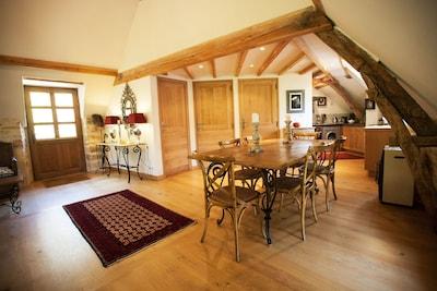 'Blanc' dining room & entrance