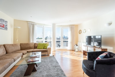 Bright 3 Bedroom Flat | Canary Wharf