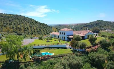 Casa de campo súper lujosa, situada en el campo entre Sevilla, Ronda y Málaga 18p