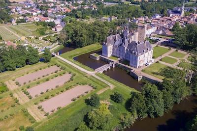 Château de Saint-loup sur Thouet -Séminaires/Mariages/ Séjours/Hébergements