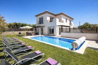 Luxury Villa with Private Pool, Games Room and Gym. 15 mins drive to the Beach!