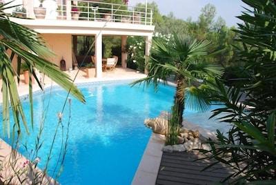 apercu jardin et piscine