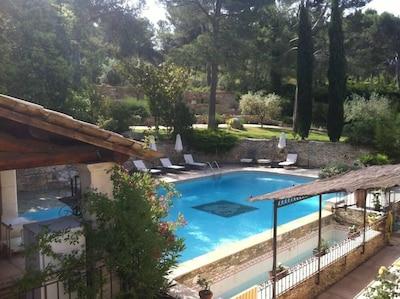 piscine et parc vu de la suite du 1er étage