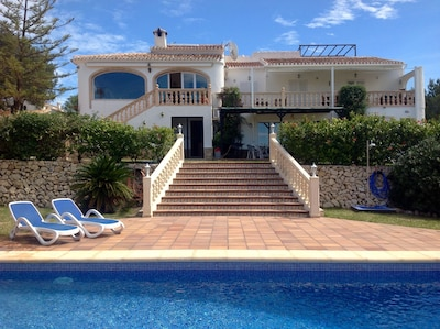 Beautiful large traditional villa with large garden and pool