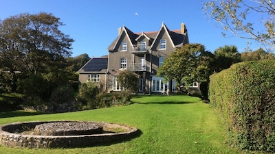 The Hollies is situated in the beautiful area of Horton in the Gower Peninsular