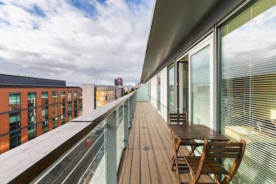 City Centre Penthouse • Stunning Views • Parking