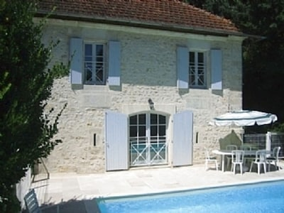 Nos Reves is a typical charentaise house