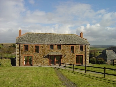 10 Treglyn - wonderful countryside with lovely views just 2 miles from Rock