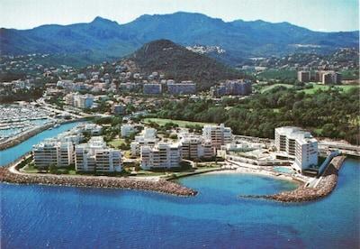 60 m², 2-3 ch., à côté de Cannes, vue sur la mer, plage, piscine, tennis, golf