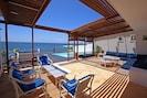 Terrasse Salon avec Piscine  Vue Mer