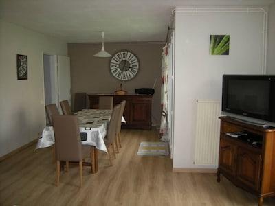 salle à manger + TV