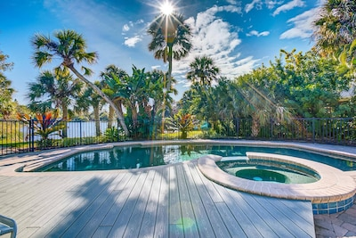 Hang outside at the private spa & swimming pool....saltwater too!  Great lake water views!  Great Blue Herons will frequent the area!