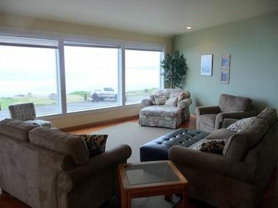 2nd Floor Main Living Room
