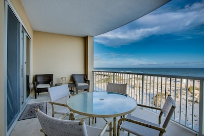 TURQUOISE WATERS/WHITE SANDY BEACHES FROM THE BALCONY OF ISLAND ROYALE 304
